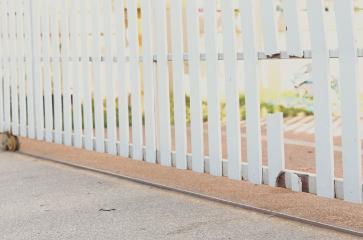 broken-white-pocket-fence-that-needs-repair-work