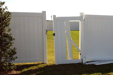 broken-white-vinyl-fence-get-around-green-yard-in-need-of-repair