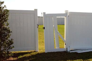 broken-white-vinyl-fence-get-around-green-yard-in-need-of-repair